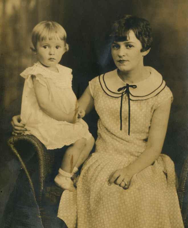 Betty Sue and older sister Della